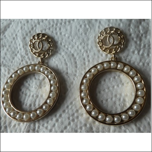 CHANEL EARRINGS CC WITH FAUX PEARL DROPPERS. PREOWNED HALLMARKED AUTHENTIC
